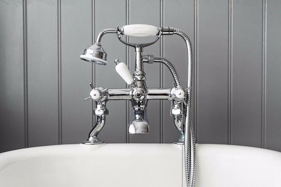 Двухвентильный смеситель для ванны с душем
